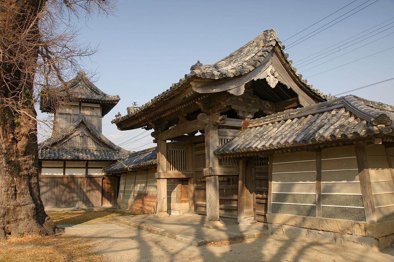 1280px-Honganji_Hidaka-betsuin04n4272.jpg