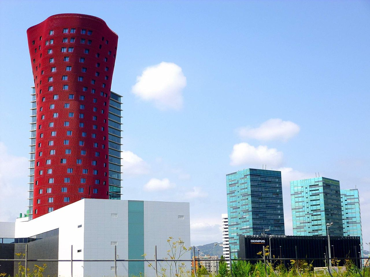1280px-Hospitalet_de_Llobregat_-_Plaza_.JPG