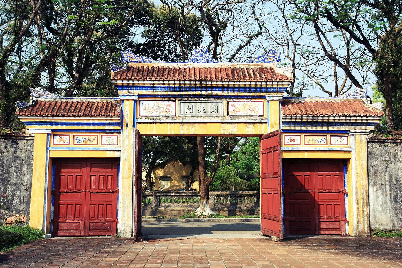 1280px-Huế_citadel.jpg