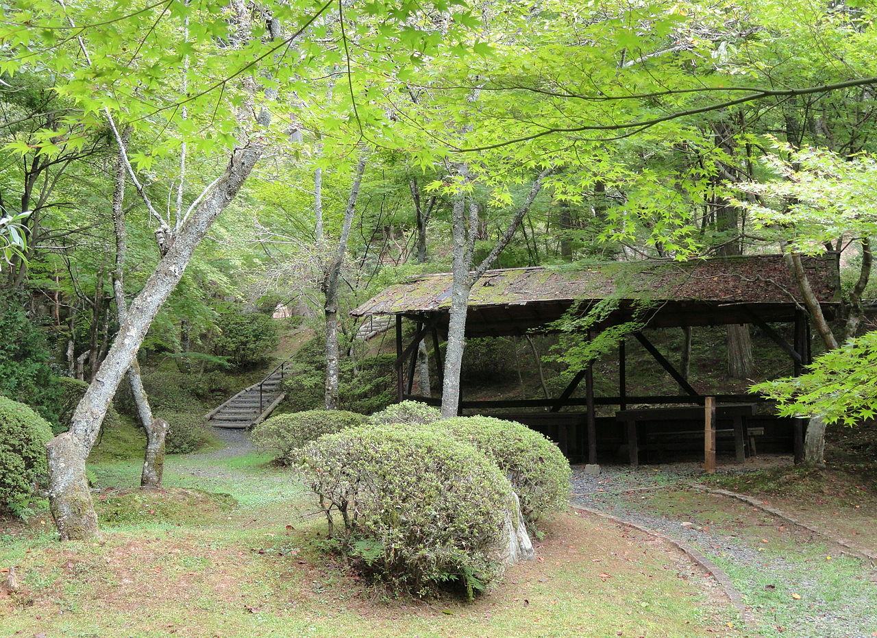 1280px-Hut_-_Ishiyamadera_-_Otsu,_Shiga_-_DSC07442.JPG
