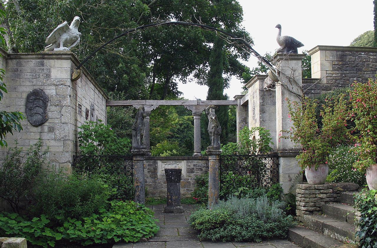 1280px-Iford_Manor_-_garden_03.jpg
