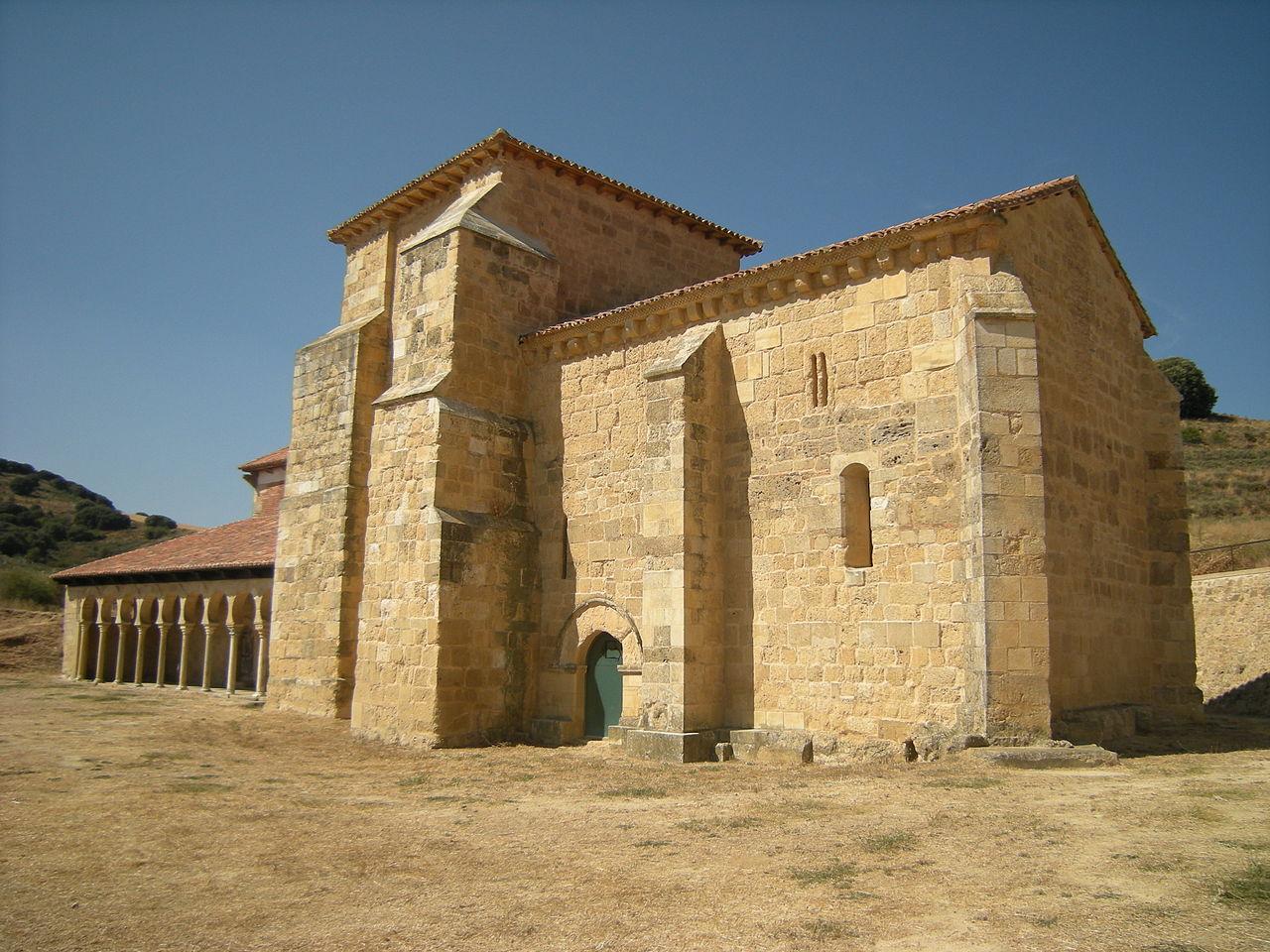 1280px-Iglesia_de_San_Miguel_de_Escalada_(5024991635).jpg