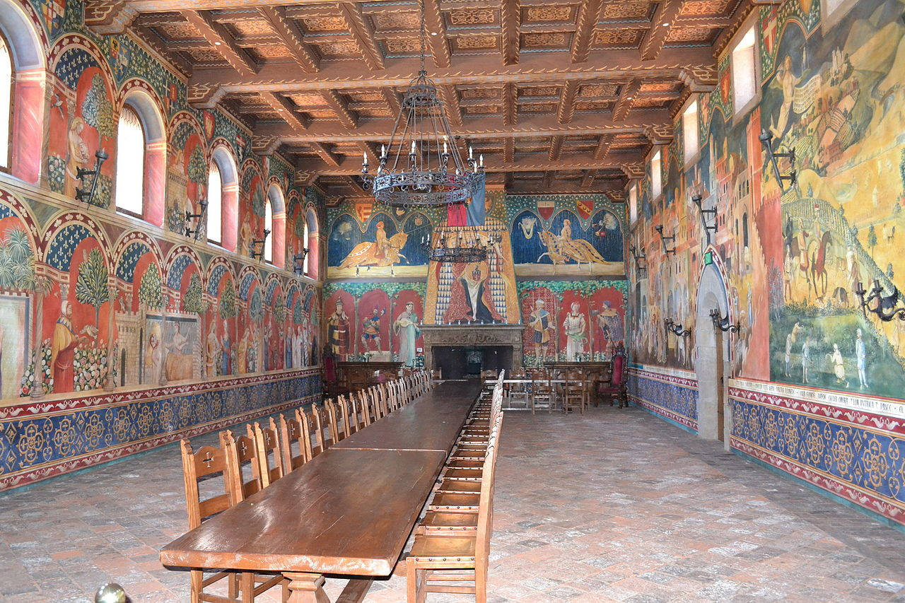 1280px-Inside_Castello_di_Amorosa.JPG