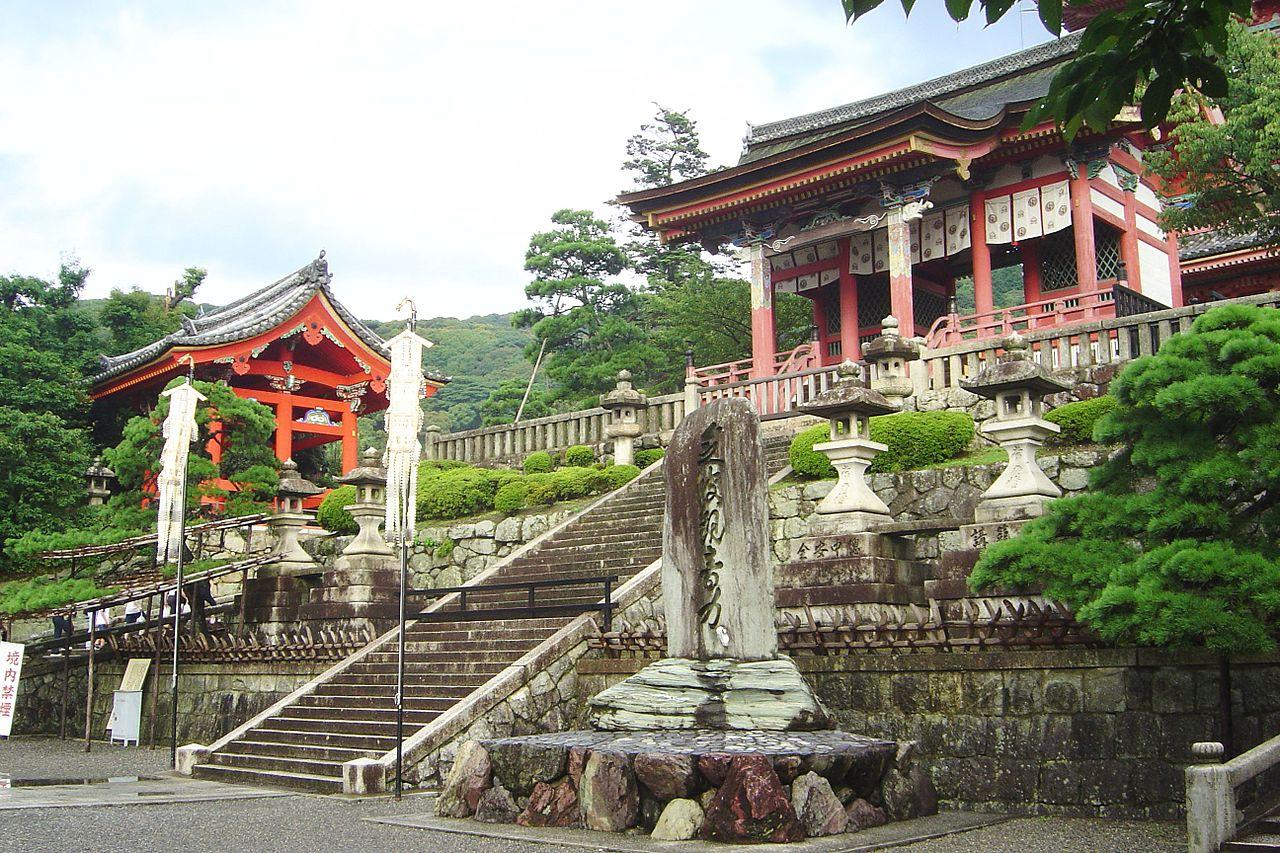1280px-Japan_Kyoto_KiyoMizuDera_entrance_DSC00604.jpg