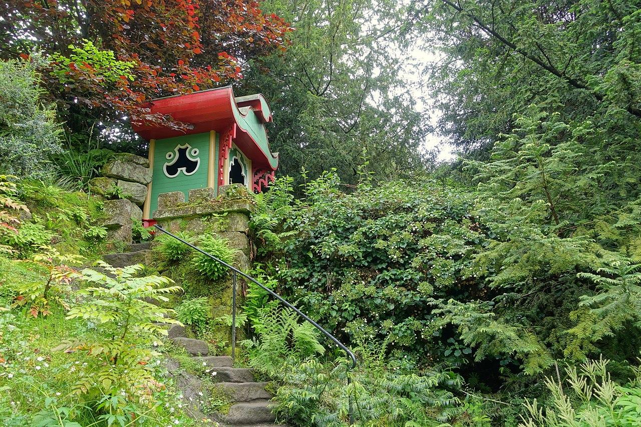 1280px-Joss_House_-_Biddulph_Grange_Garden_-_Staffordshire,_England_-_DSC09362.jpg