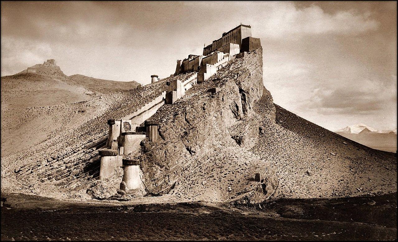 1280px-Kampa_Dzong,_Tibet_1904_John_C._White_RESTORED.jpg