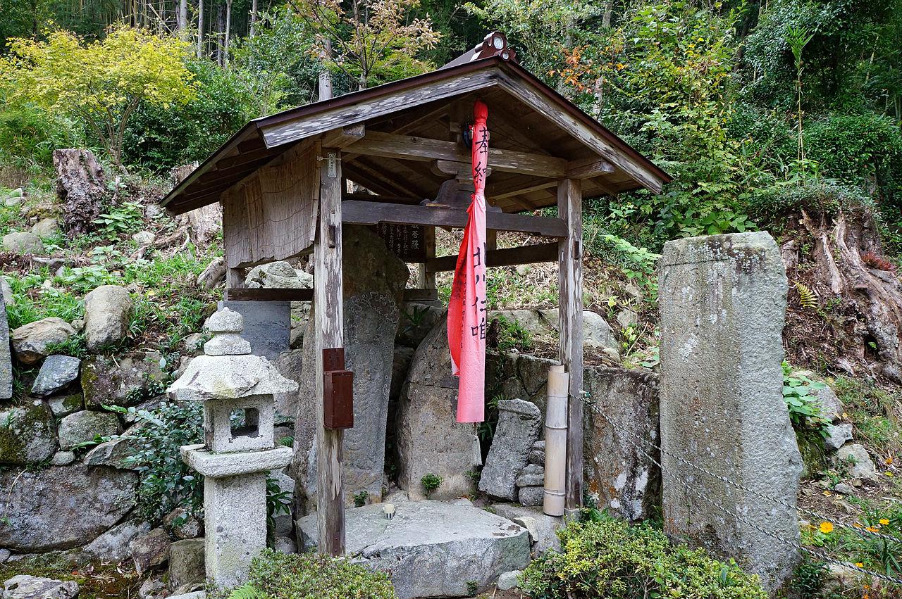 1280px-Kuwanomi-dera_Azuchi_Shiga_pref_Japan02n.jpg