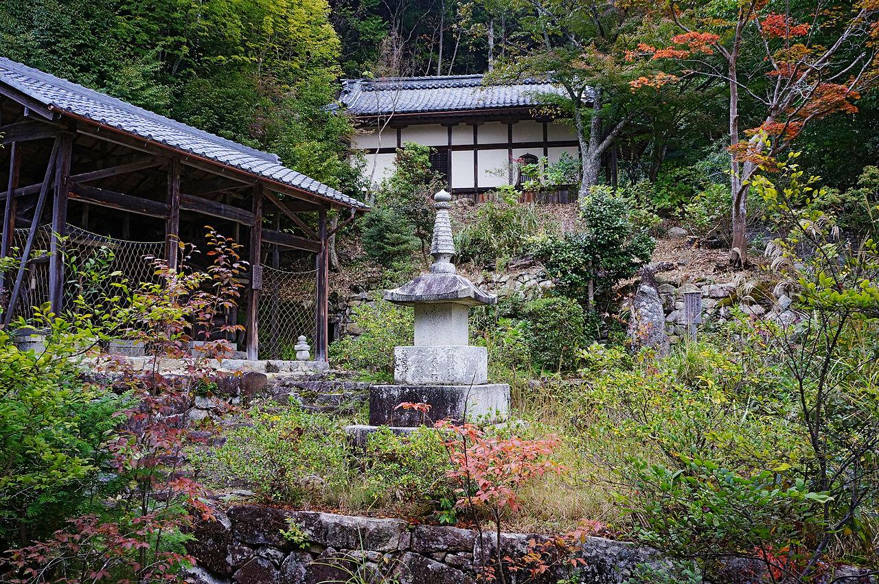 1280px-Kuwanomi-dera_Azuchi_Shiga_pref_Japan15n.jpg