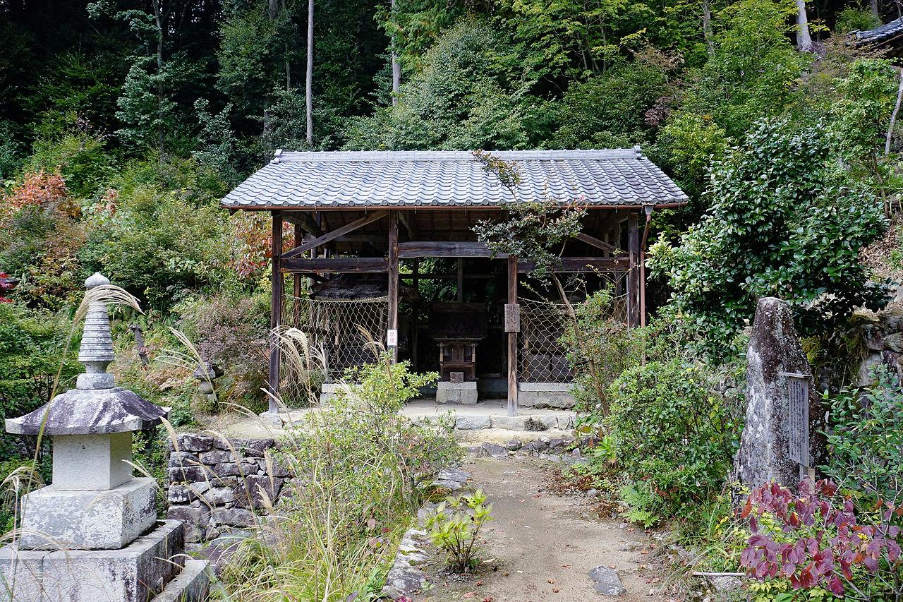 1280px-Kuwanomi-dera_Azuchi_Shiga_pref_Japan18n.jpg