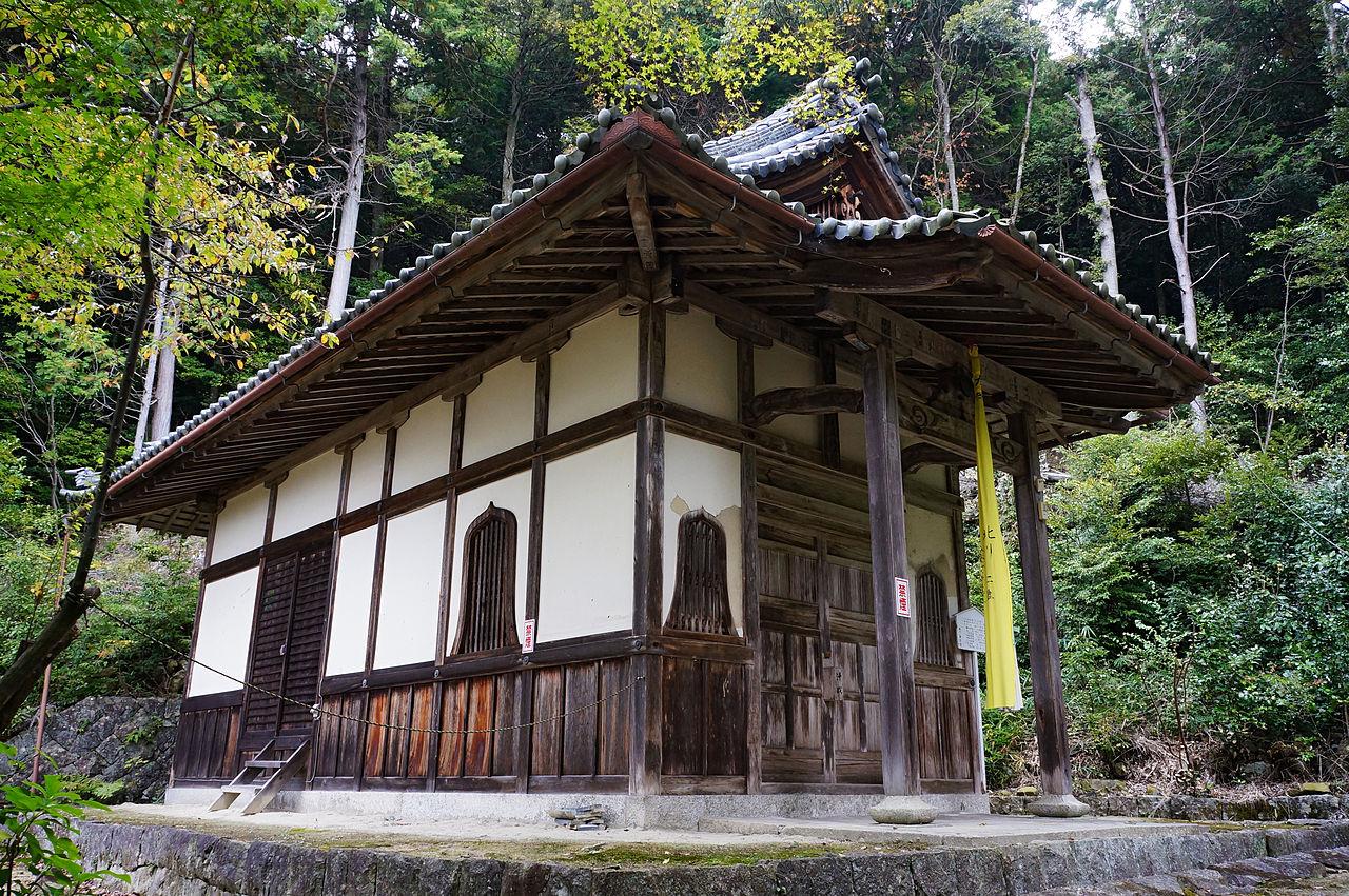 1280px-Kuwanomi-dera_Azuchi_Shiga_pref_Japan19n.jpg