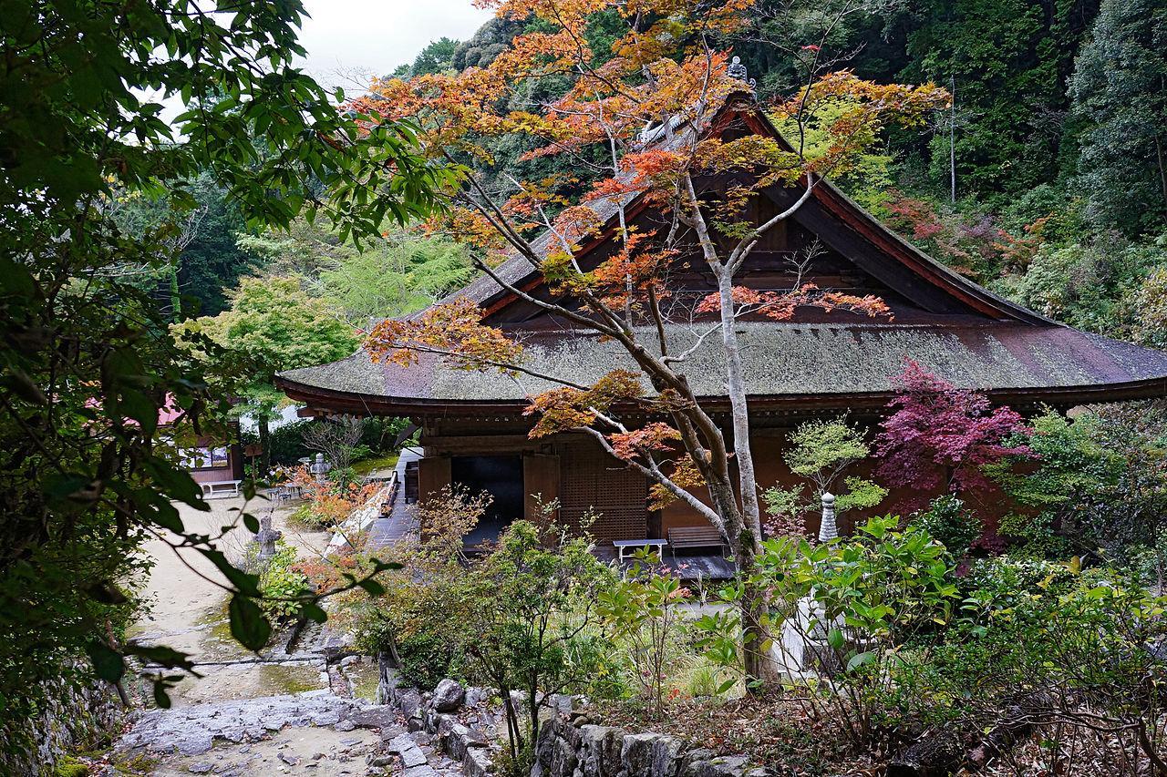 1280px-Kuwanomi-dera_Azuchi_Shiga_pref_Japan25n.jpg