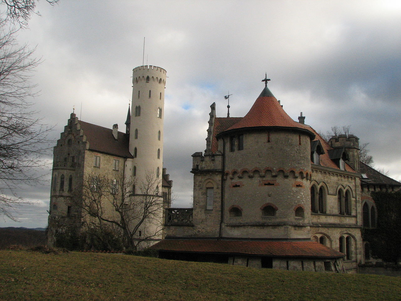 1280px-Lichtenstein_Castle,_January_2007,_05.jpg