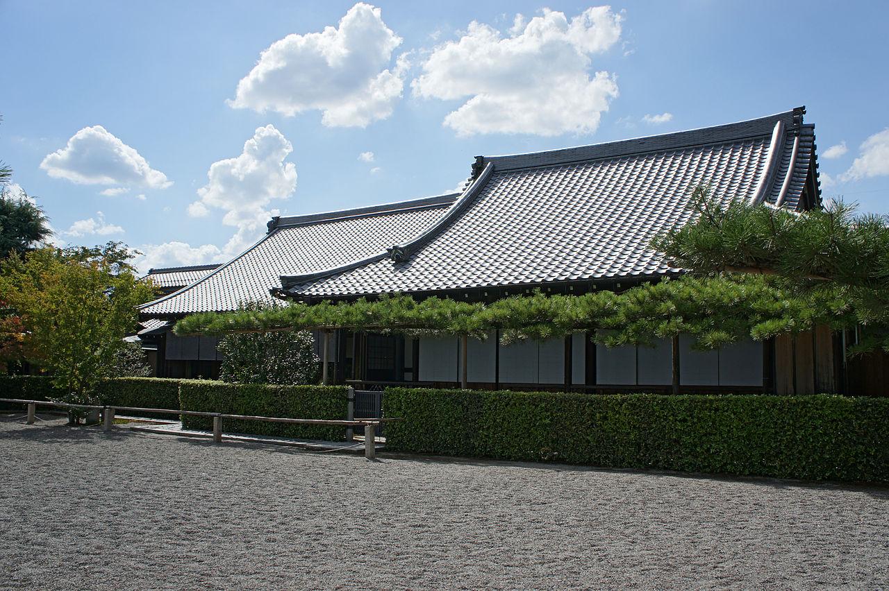 1280px-Mangetsuji_Otsu_Shiga05n4592.jpg