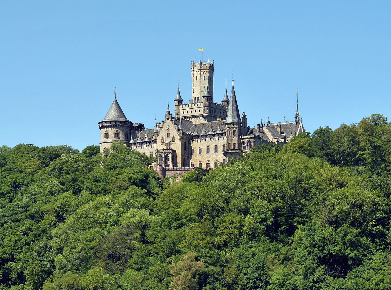 1280px-Marienburg_Castle_in_summer.jpg
