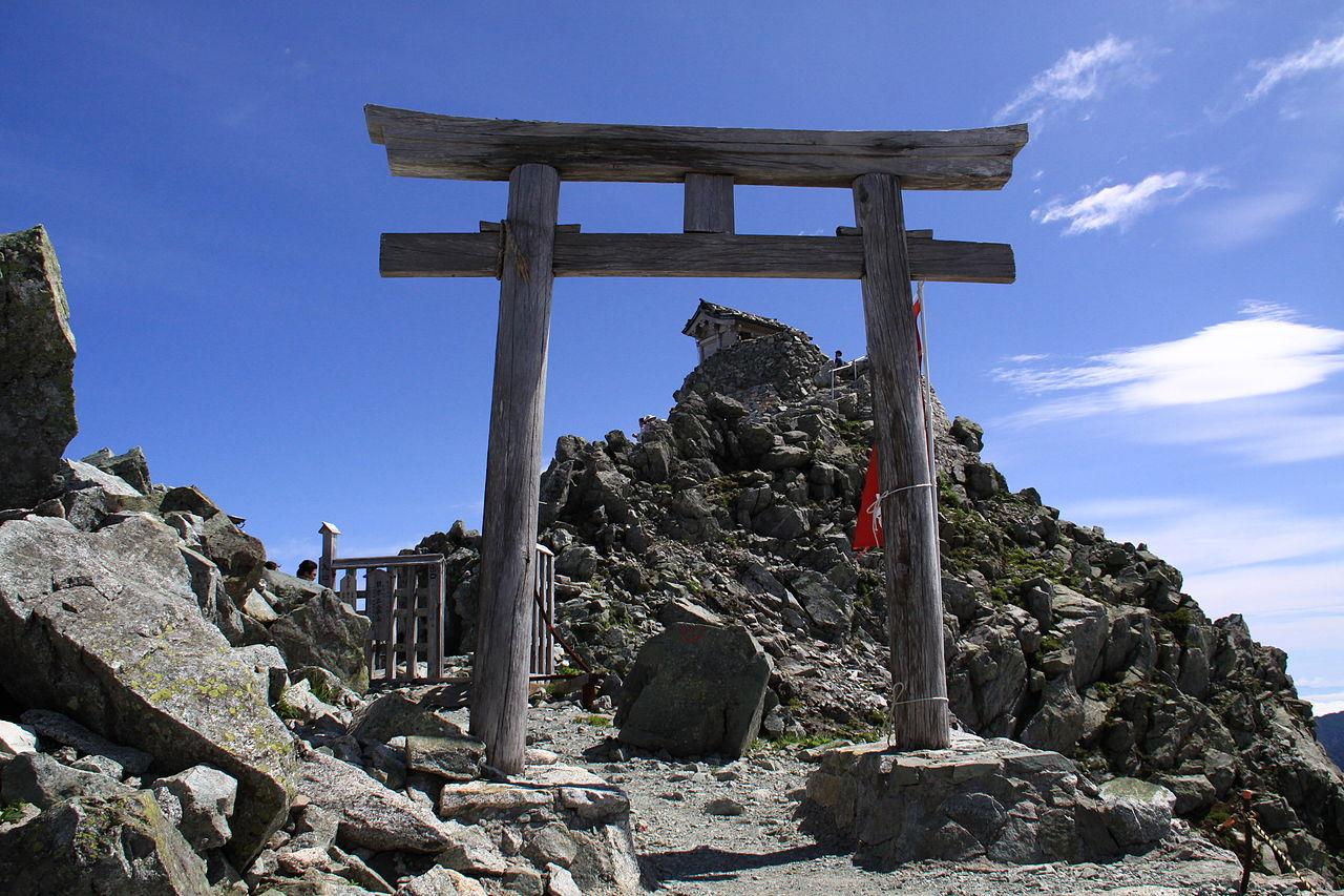 1280px-Mine-honsha_Gate.JPG
