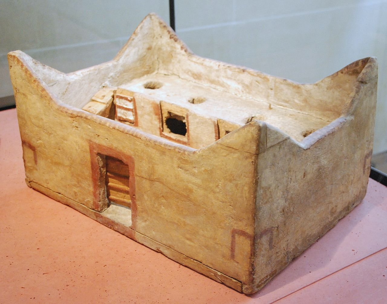1280px-Model_of_granary_Louvre.JPG