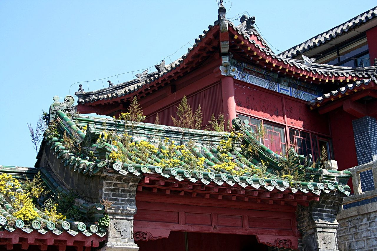 1280px-Mount_tai_roofs_2006_09_2.jpg