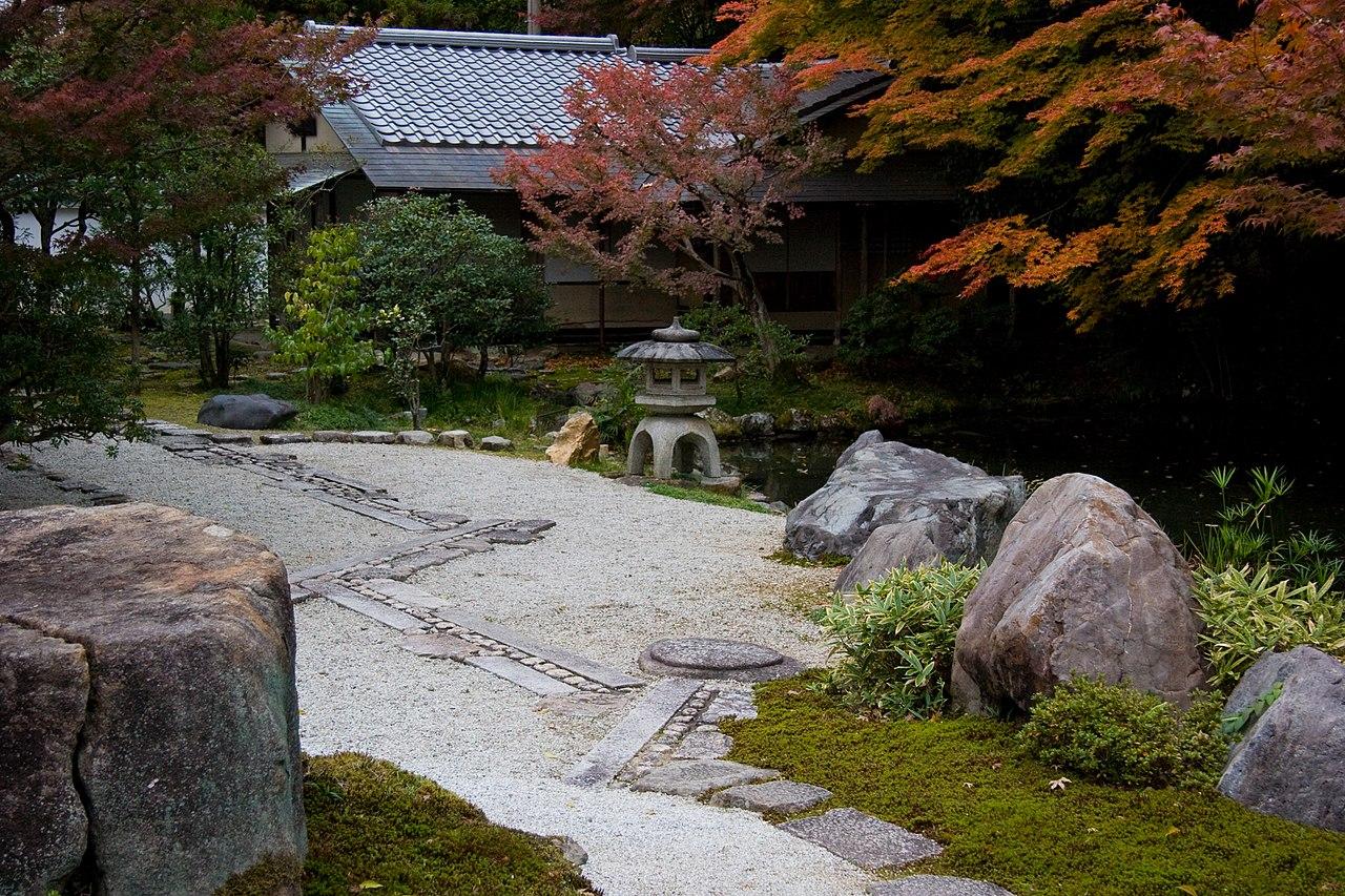 1280px-Nanzen-ji_(2636777370).jpg