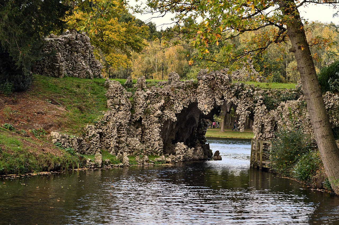 1280px-Painshill_Park_Crystal_Grotto_arch.jpg