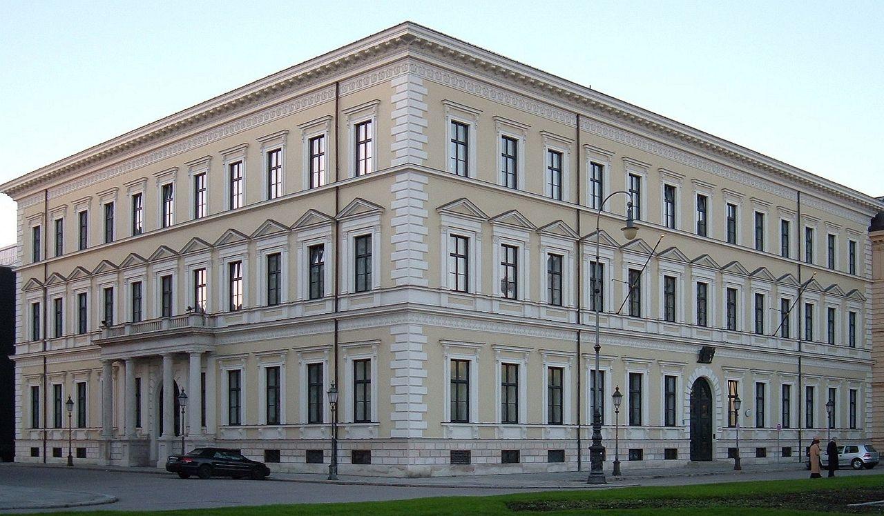 1280px-Palais_Leuchtenberg.jpg
