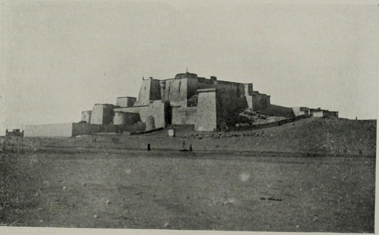 1280px-Phari_Dzong_in_1903.jpg
