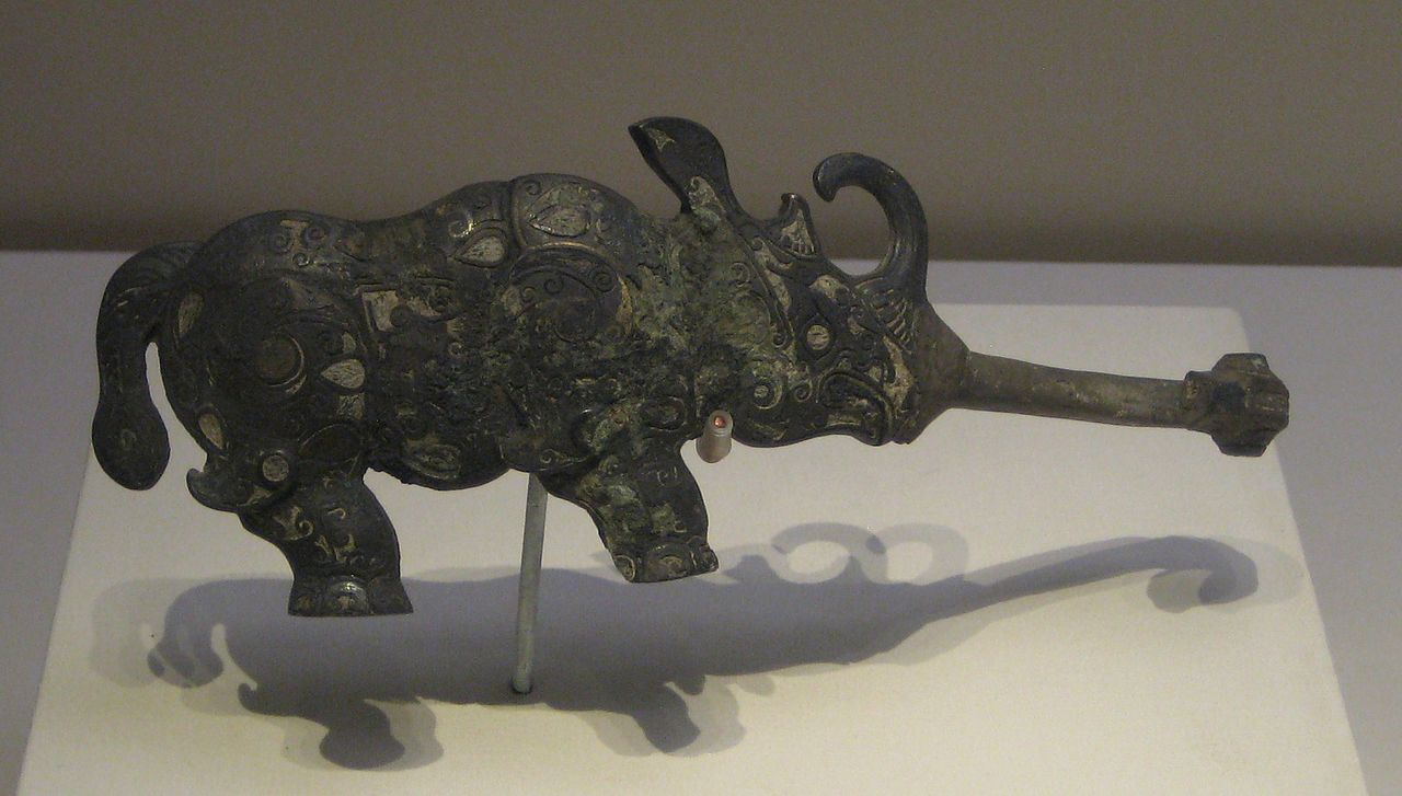 1280px-Rhinoceros_bronze_belt_hook.jpg