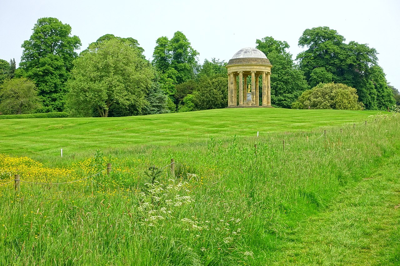 1280px-Rotunda,_Stowe_-_Buckinghamshire,_England_-_DSC06973.jpg