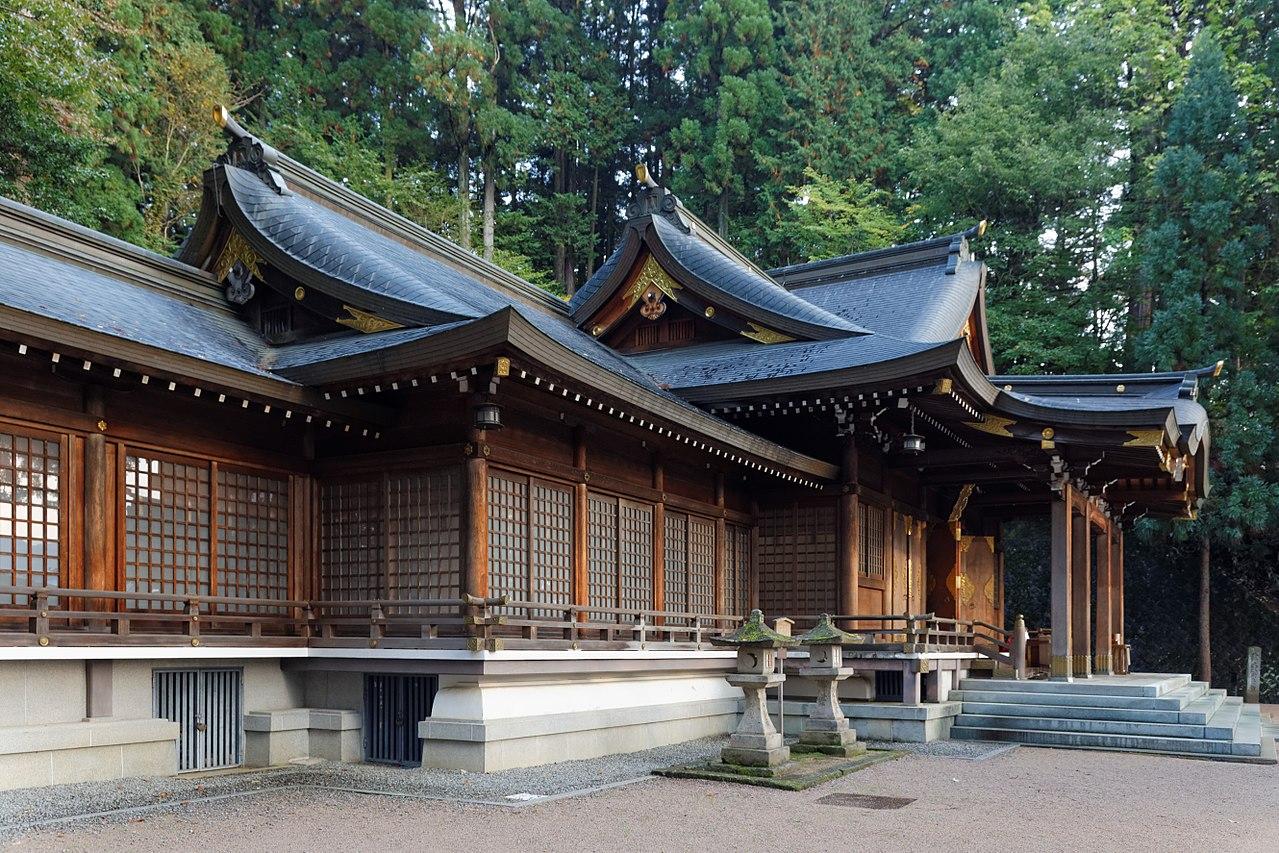 1280px-Sakurayama_Hachimangu_Shrine_(11273253993).jpg