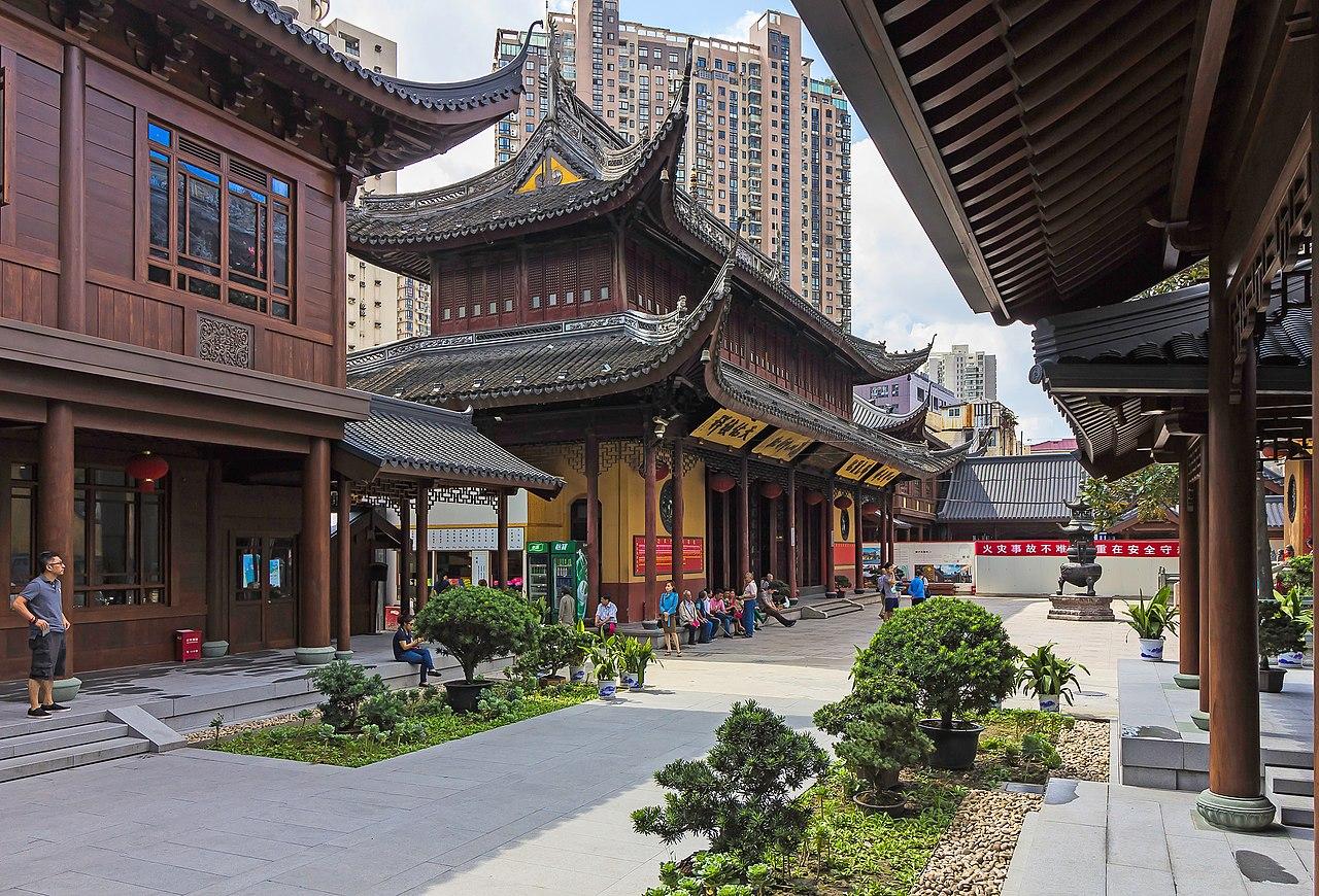 1280px-Shanghai_-_Jade_Buddha_Temple_-_0018.jpg