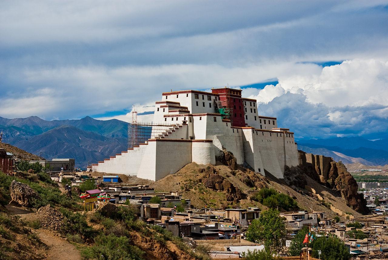 1280px-Shigatse_Dzong3.jpg