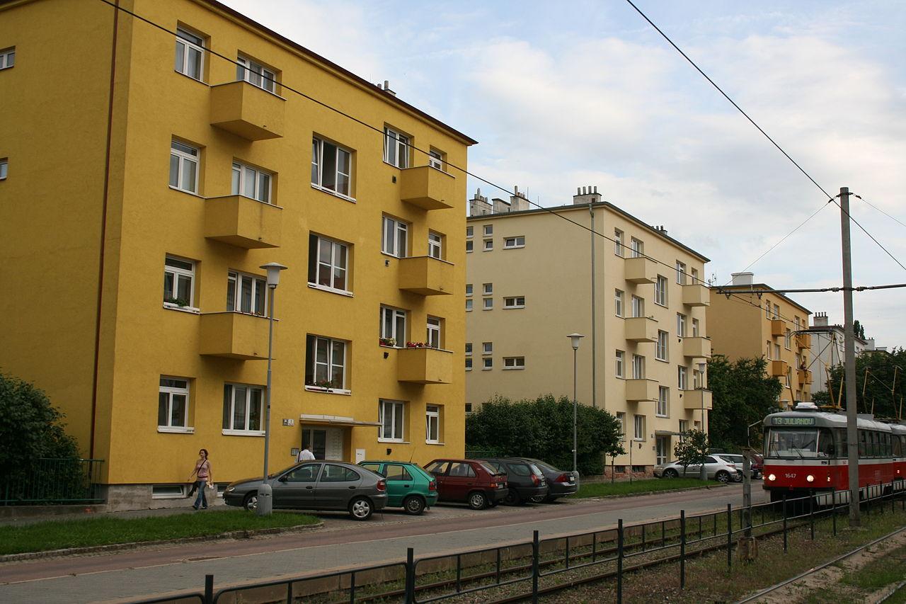 1280px-Skupina_malobytových_domů_Rennenská_1.jpg