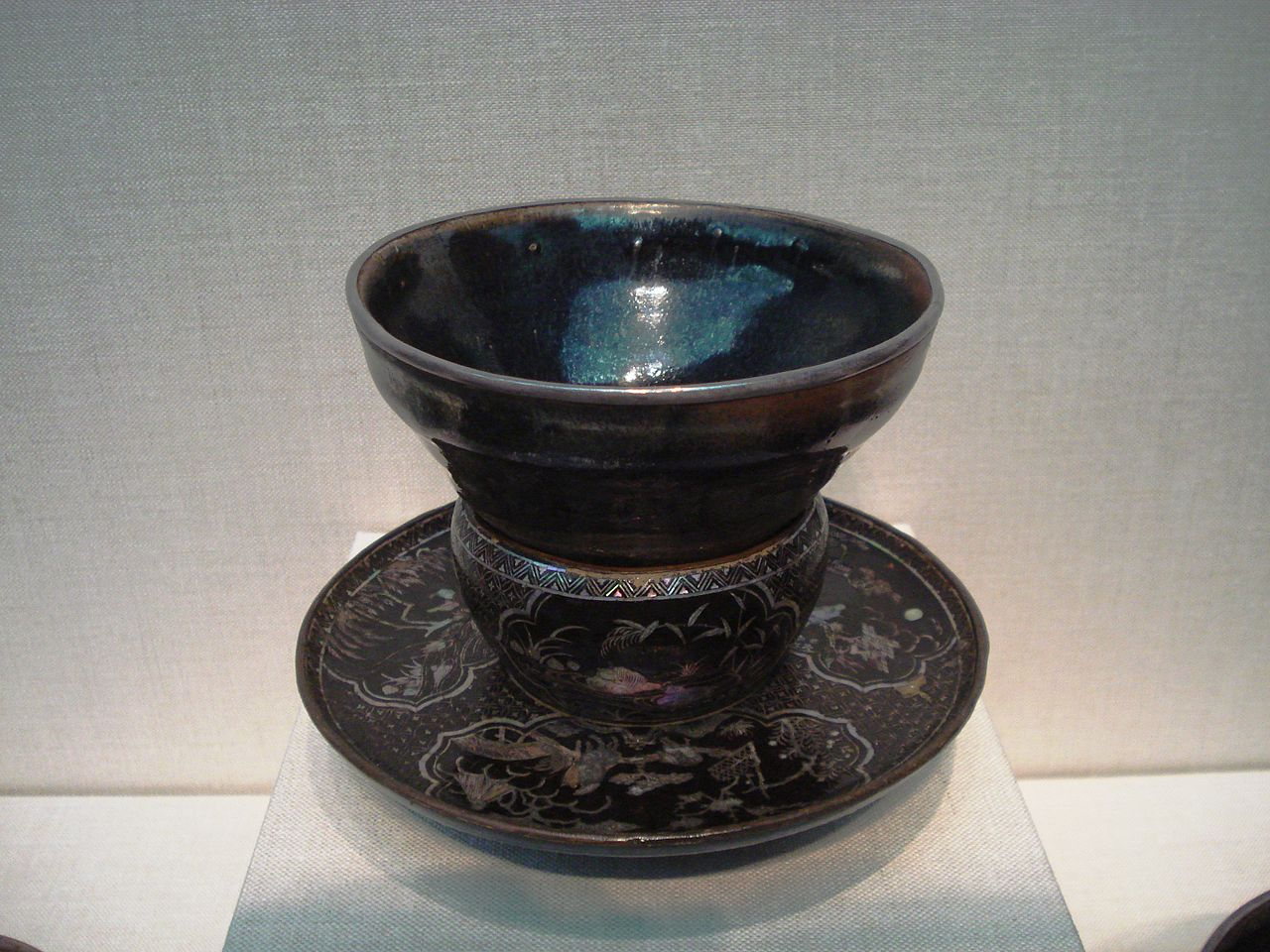 1280px-Song_Dynasty_tea_bowl_on_a_Ming_Dynasty_stand.jpg