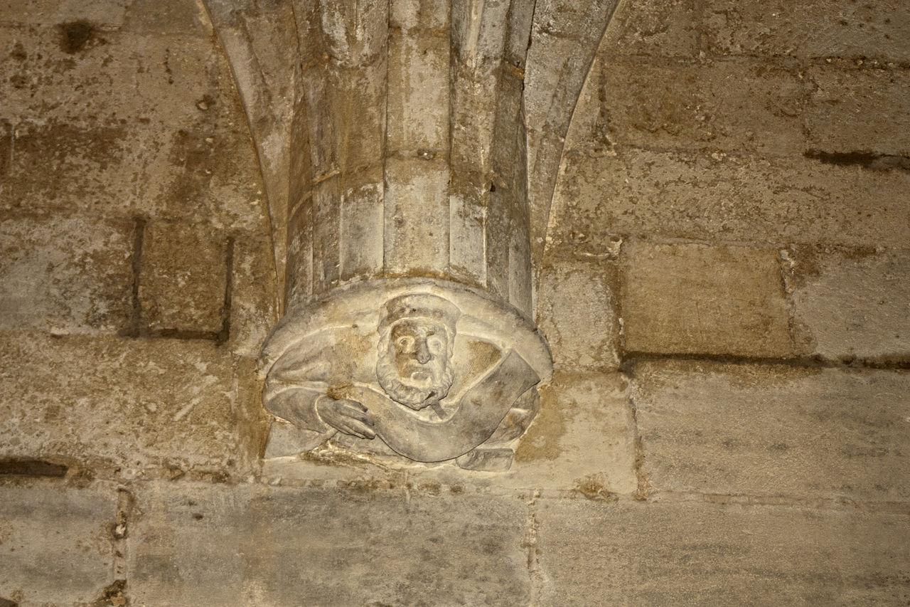 1280px-Tarascon-Château_du_Roi_René-Cabinet_d'écriture-Cul_de_lampe_1-20130617.jpg