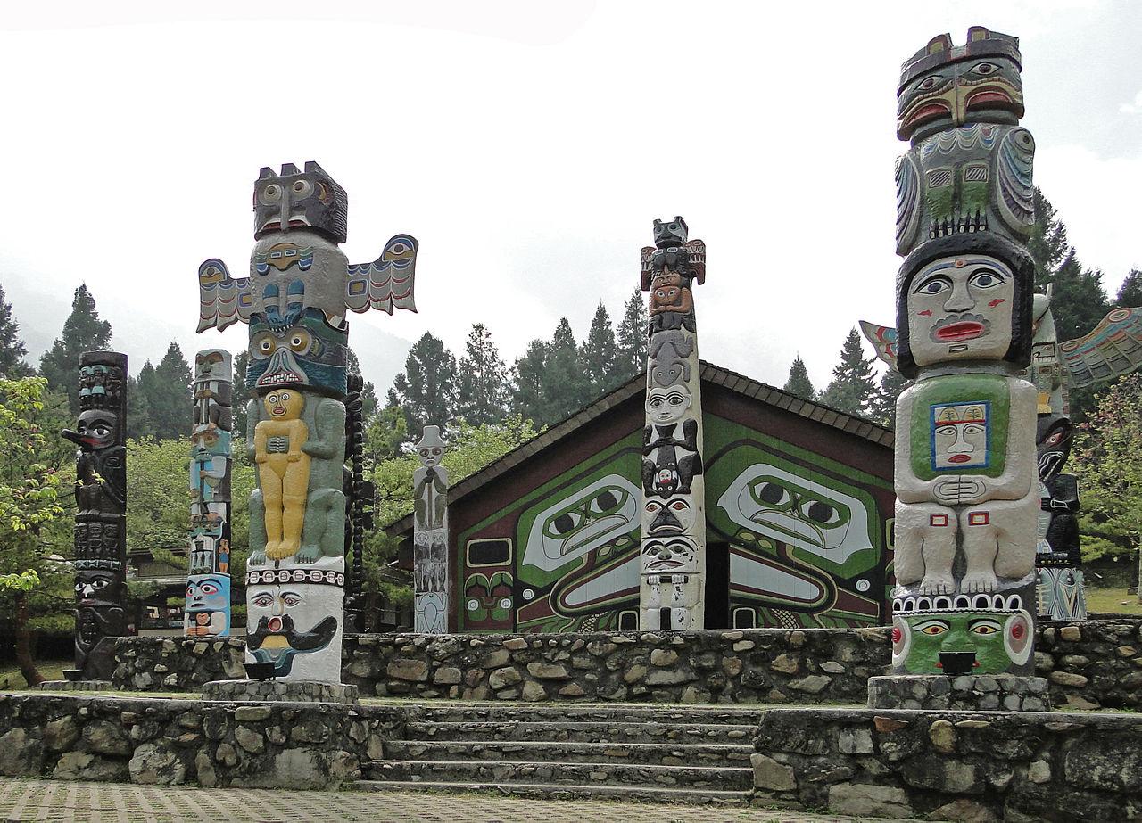 1280px-Totem_poles_in_Formosa_Aboriginal_Cultural_Village.jpg