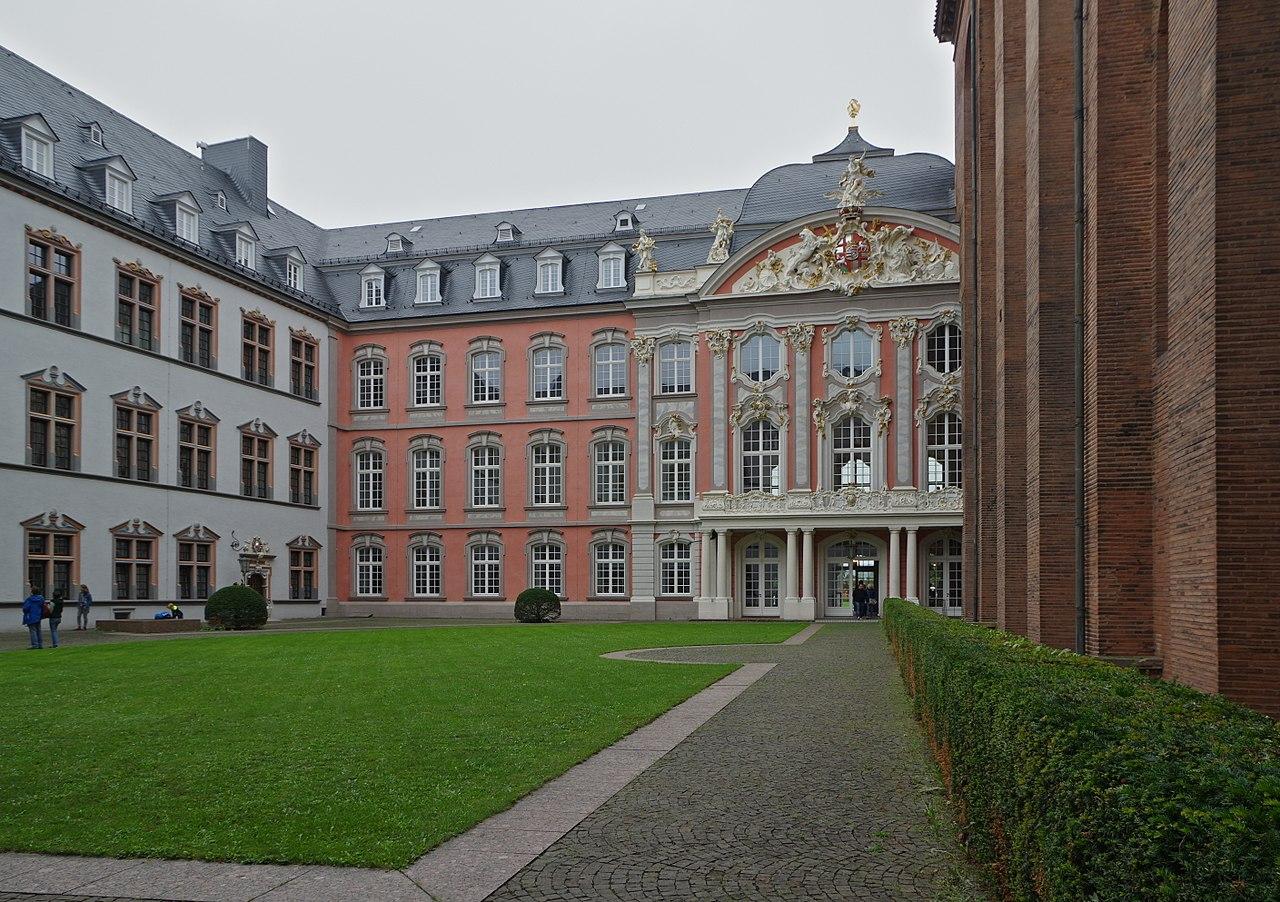 1280px-Trier_Kurfürstliches_Palais_BW2017-09-10_10-37-57.jpg
