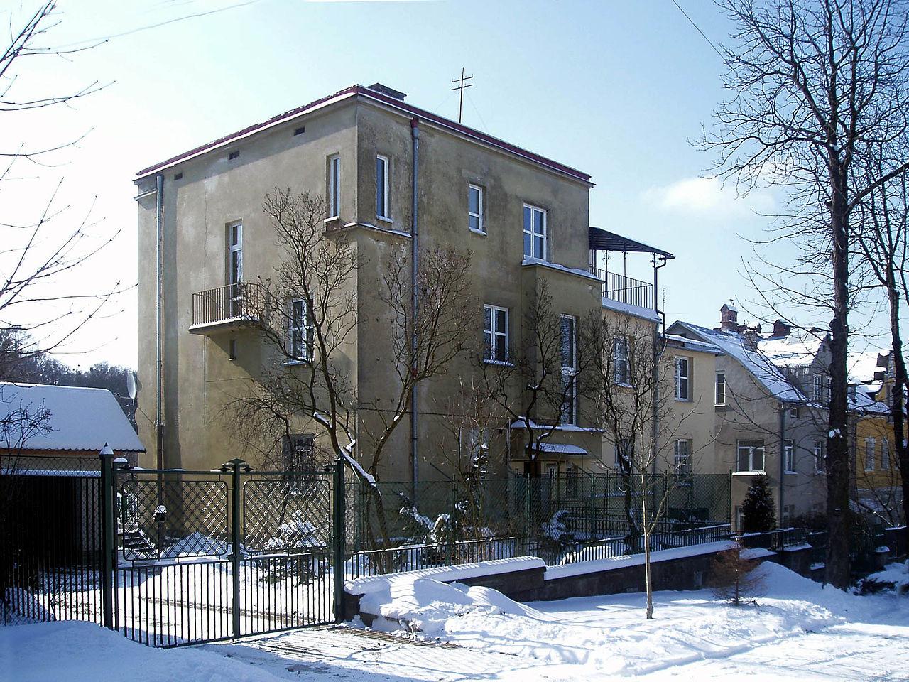 1280px-Tsetnerivka_street_18,_Lviv.jpg