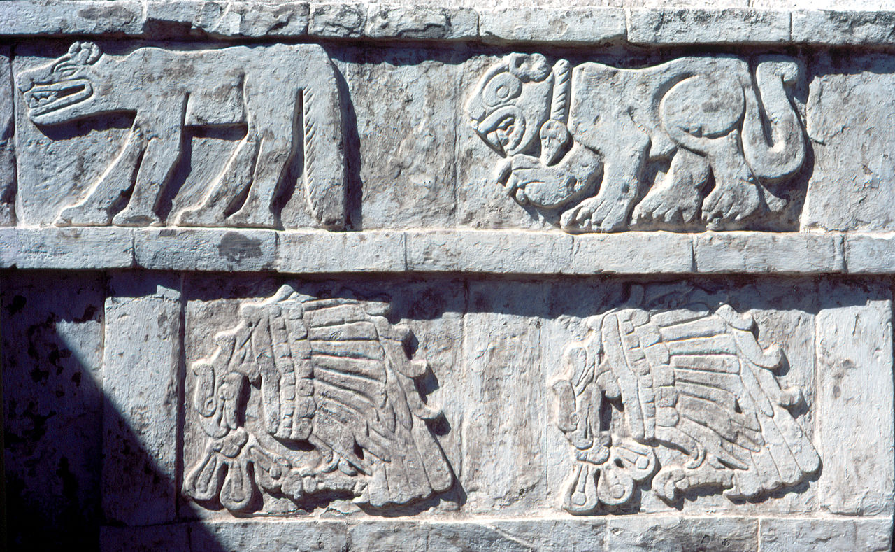 1280px-Tula_Pyramide_reliefs.jpg