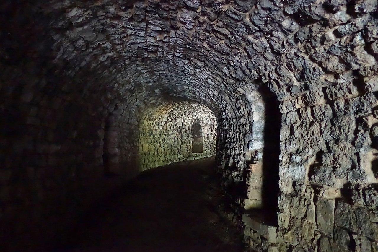 1280px-Tunnel,_Studley_Royal_Park_-_North_Yorkshire,_England_-_DSC00886.jpg
