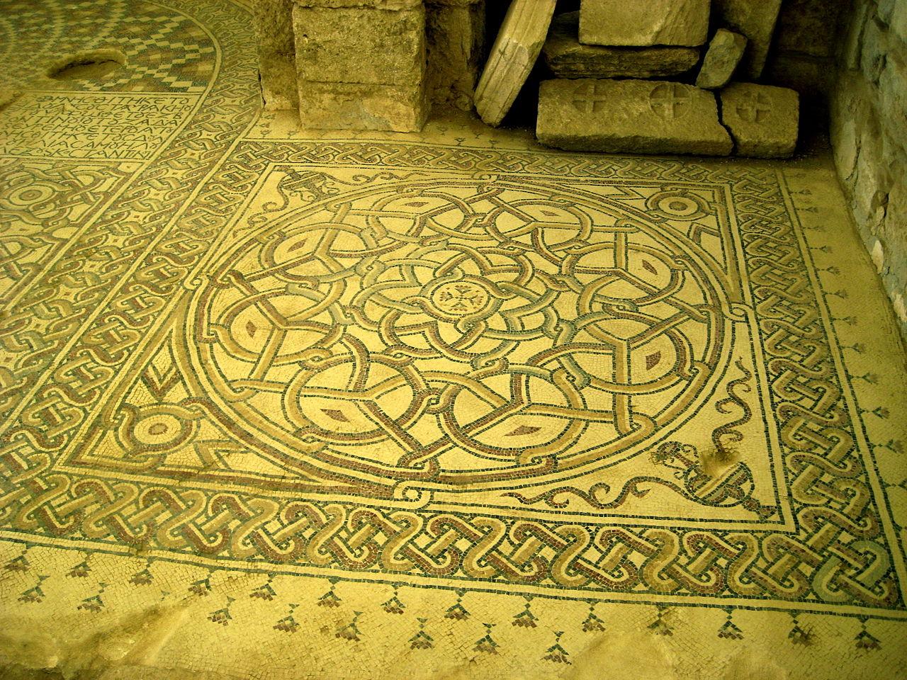 1280px-Umm_Rasas_decorative_mosaic2.JPG