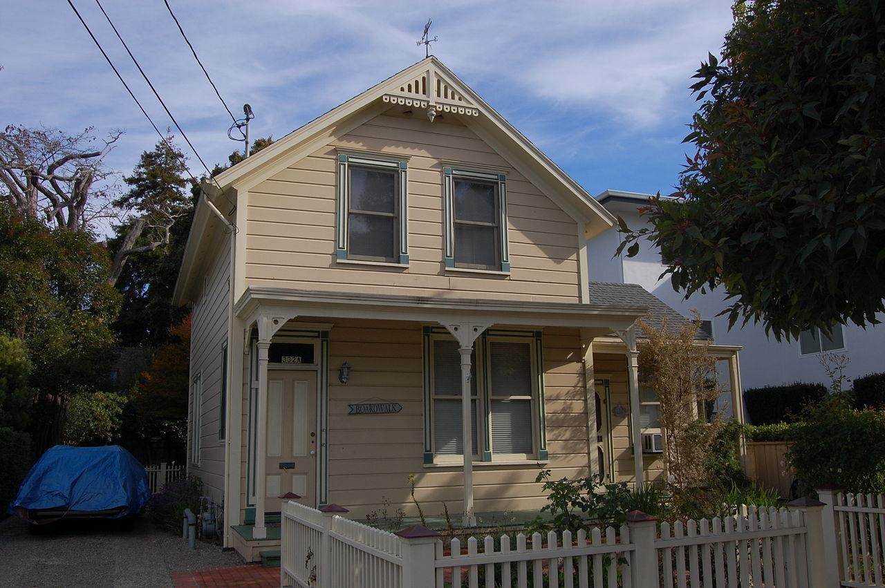 1280px-USA-Santa_Cruz-332_Main_Street.jpg