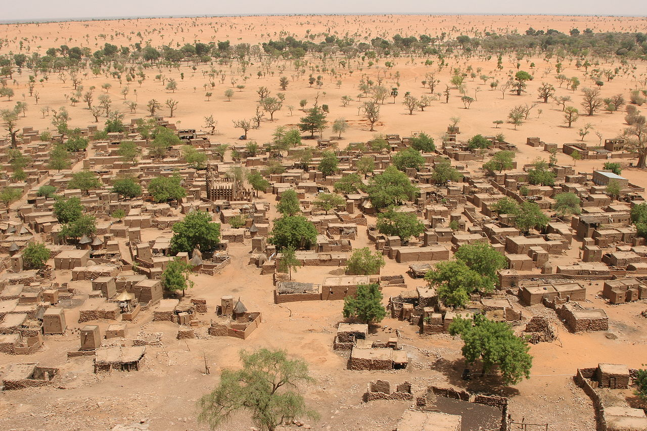 1280px-Village_Telly_in_Mali.jpg