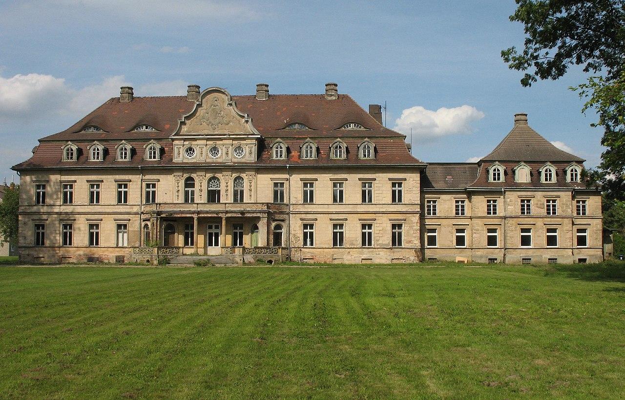 1280px-Vollrathsruhe_Schloss.jpg