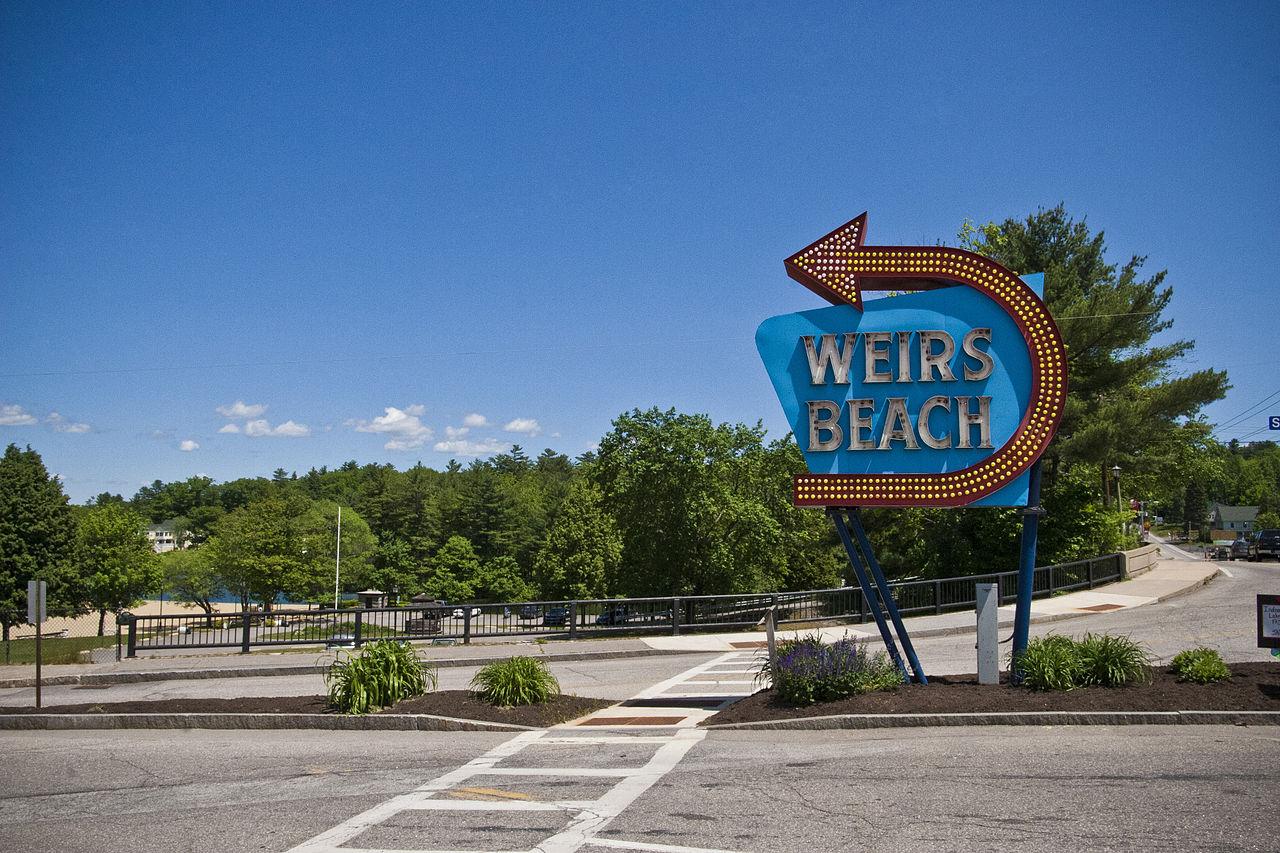 1280px-Weirs_Beach.jpg