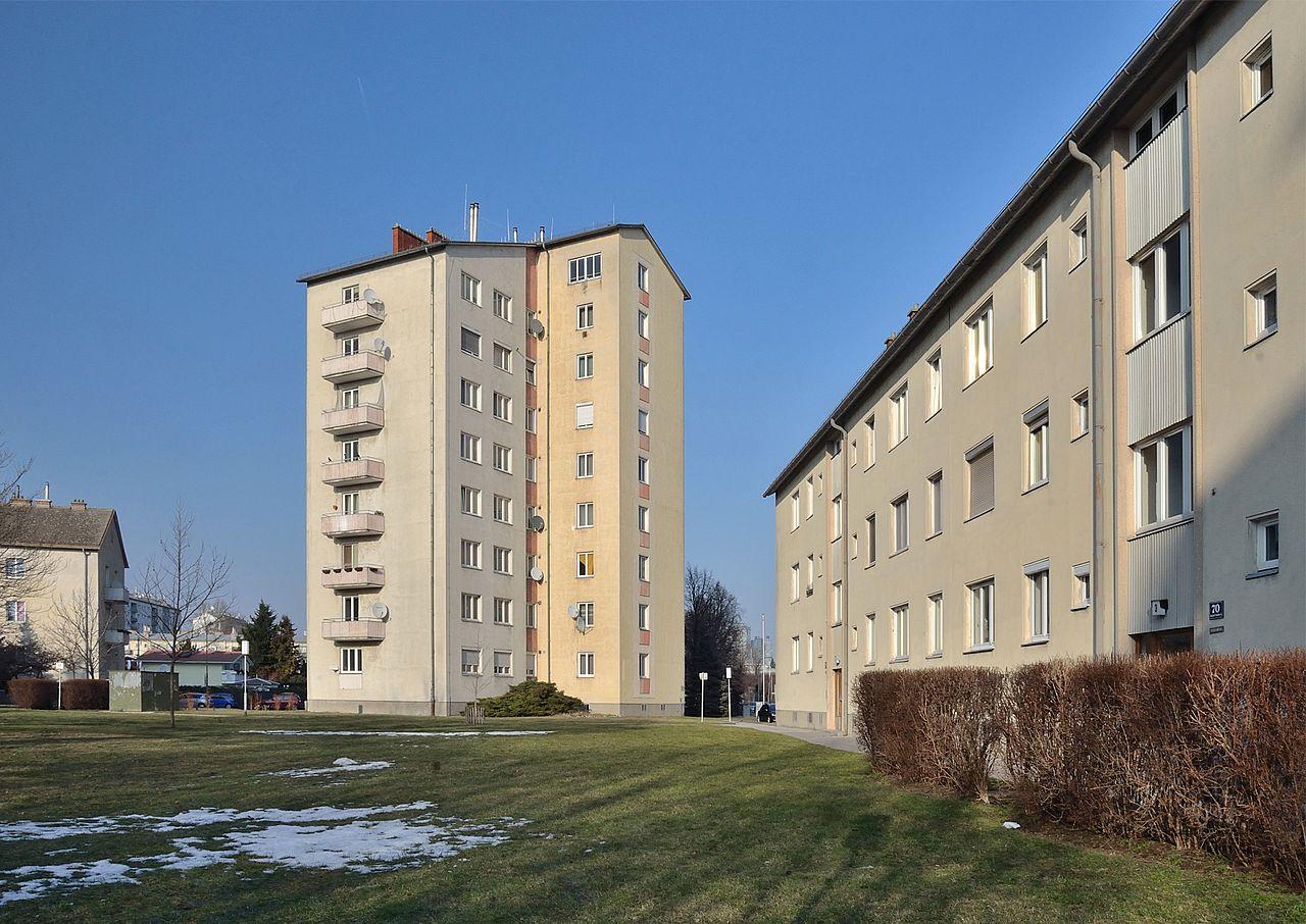 1280px-Wohnhausanlage_Gutheil-Schoder-Gasse_68-76.jpg