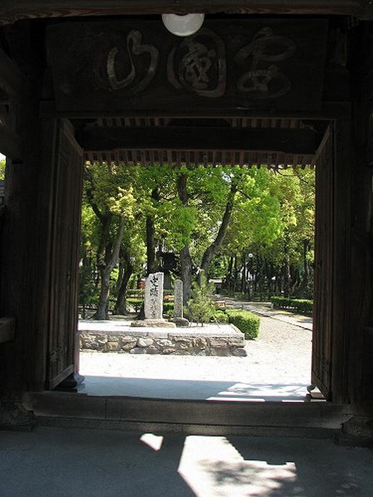 13.Сёфуку-дзи.Ворота Сомон.jpg