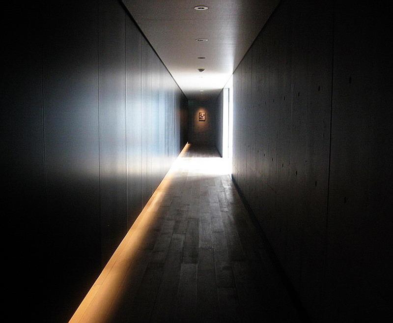 13.Танигути Ёсио.Дом Судзуки.Коридор.jpg