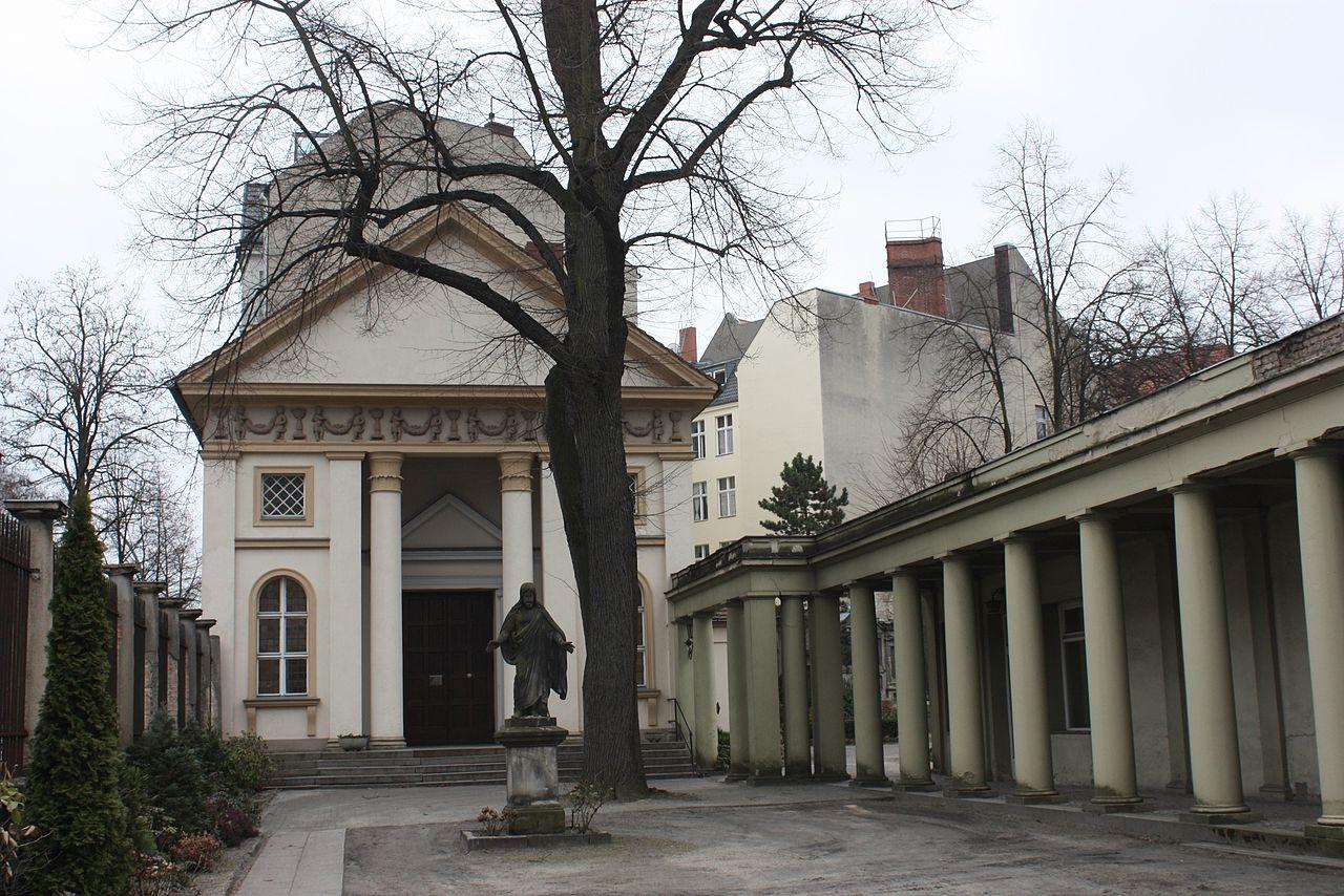 13Berlin-Neukёlln-St.Jacobi-churchyard.jpg