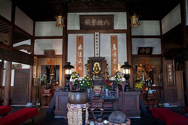 142.Дзуйсэн-дзи.Главный храм, Будда Сёка Нёрай.jpg