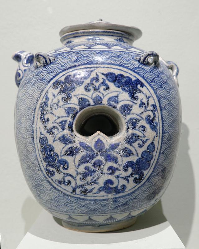 15 векBlue_and_white_Chu_Dau_jar_NMVH_EDAV.jpg