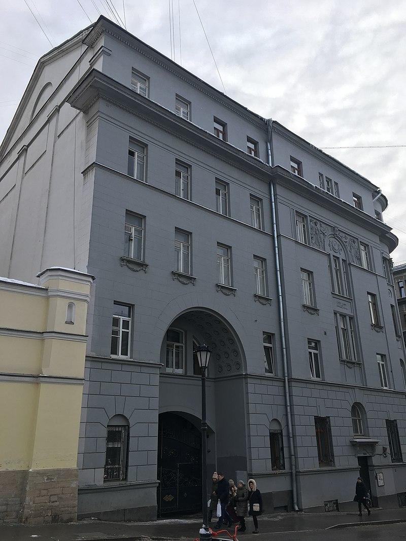 15 800px-Pokrovka_Street,_Moscow_2019_-_4669.jpg